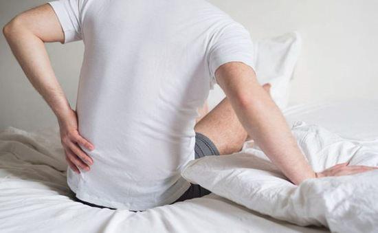 Đau lưng khi ngủ dậy là bệnh gì?