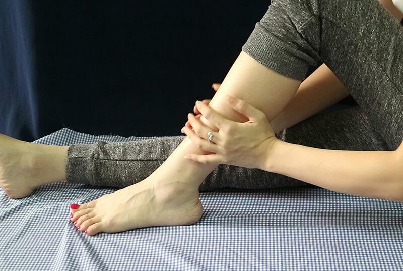Bắp chân hay mỏi là bệnh gì?