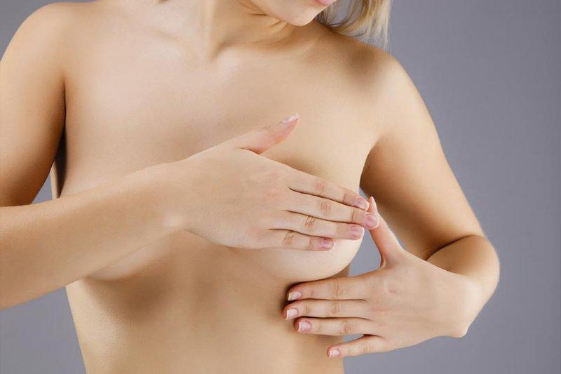 Ngực xuất hiện chấm đen nhỏ?